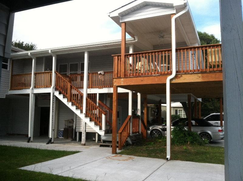 Full View of side of house - 5 Bdm 4 Bth 1 min.walk to Bch, includes apartment - Surfside Beach - rentals