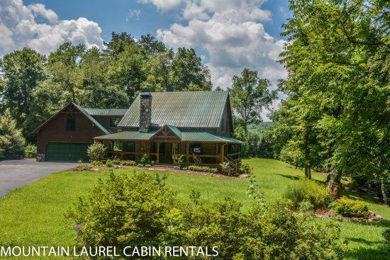 SUGAR CREEK--Luxury 3 bedroom log cabin with creek frontage, game room, Wi-Fi, master suite with king sized bed and jetted tub, sleeps 8, and is only $225.00/Night! - Image 1 - Blue Ridge - rentals