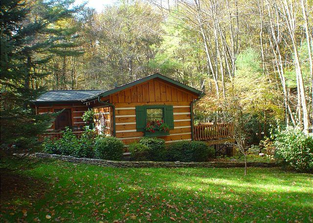 """""""CREEKSONGS"""" Cabin W/Guest House, Outdoor Fireplace, Bubbling Hot Tub & WiFi! - Image 1 - Fleetwood - rentals"""