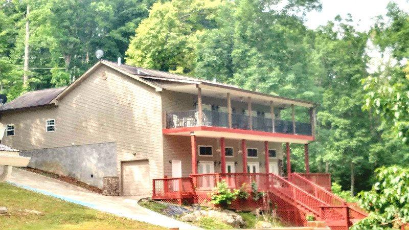 Bridgeview Lake side - Bridgeview has a scenic view of Norris Lake and a private boat dock. - Maynardville - rentals