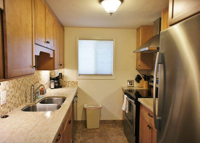 Modern Upgraded Kitchen - Beautifully Furnished 2 Bedroom 2 full Bath, recently renovated, AC included-SR 55 - Kailua-Kona - rentals