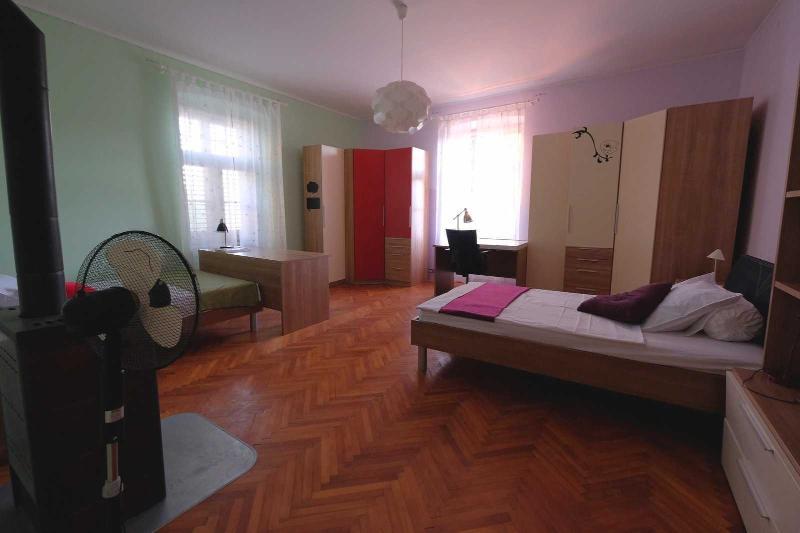 IRIS twin  bedroom with private bathroom - Image 1 - Pula - rentals