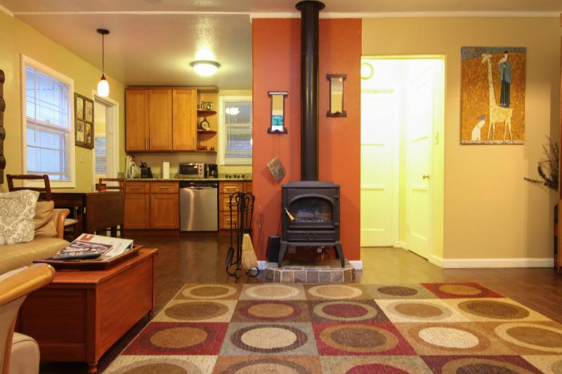 Beautiful one bedroom unit - #B - Russian River Paradise - 1 bd for 4! - Guerneville - rentals