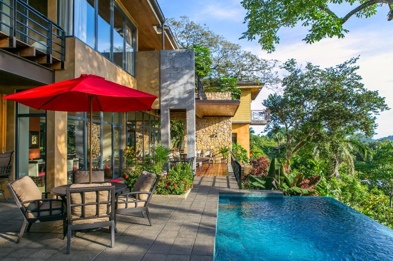 Sweeping Ocean-view Infinity-Edge Pool and Outdoor Area - Thanksgiving Week Specials!! - Manuel Antonio National Park - rentals