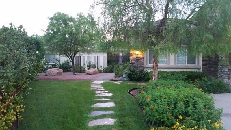 SIDE WALKWAY ENTRANCE TO GUEST HOUSE - 1 BDRM GUESTHOUSE/COTTAGE AFFORDABLE LAS VEGAS - Las Vegas - rentals