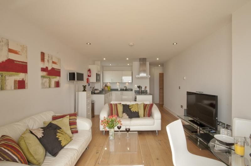 11 Ocean Point Penthouse located in Saunton, Devon - Image 1 - Saunton - rentals