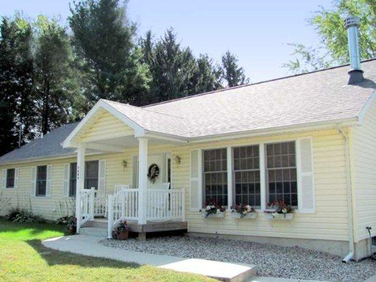 Front of home - Dale Cottage - South Haven - rentals