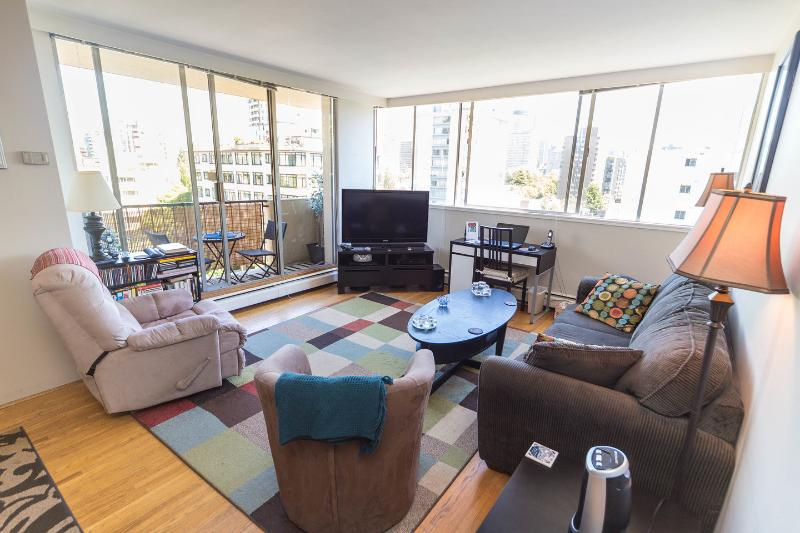 Windows on either side of this corner suite offer plenty of natural light. - BEST LOCATION & BEST PRICE IN HEART OF WEST END!! - Vancouver - rentals
