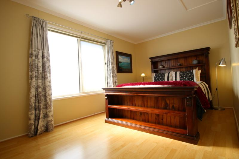 Main bed - Christies Cottage Adelaide for holiday or migrants - Adelaide - rentals