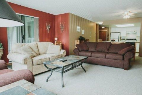 Spacious and comfortable living room - Spacious condo located in Blueberry Hills. 2 bed, 2 bath Greyhawk unit # 312 - Whistler - rentals
