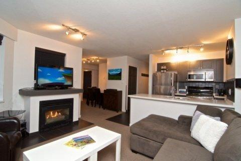 Beautifuly remodelled open plan - Whistler Village Deer Lodge Fully Remodelled 2 Bed Condo unit #448 - Whistler - rentals