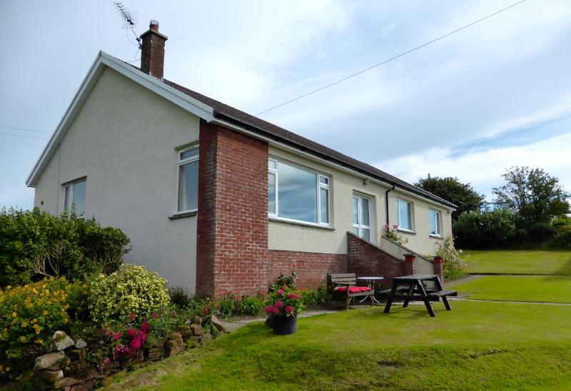 sit out and watch the sunset - AULDBYRES Farm cottage in Ayrshire countryside - Ayr - rentals