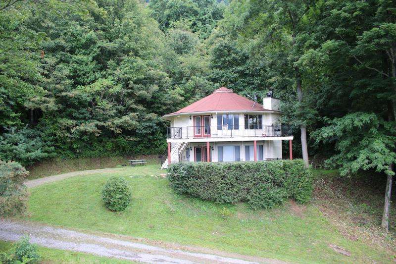 View of Round House (2 bedroom is on lower level) - NC 2 Bdrm Mountain Rental Round Home Lower Level - Burnsville - rentals