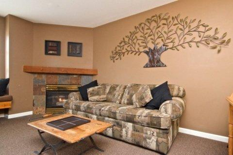 Spacious bright modern living room - Super location, Marketplace Lodge in Whistler Village - Whistler - rentals