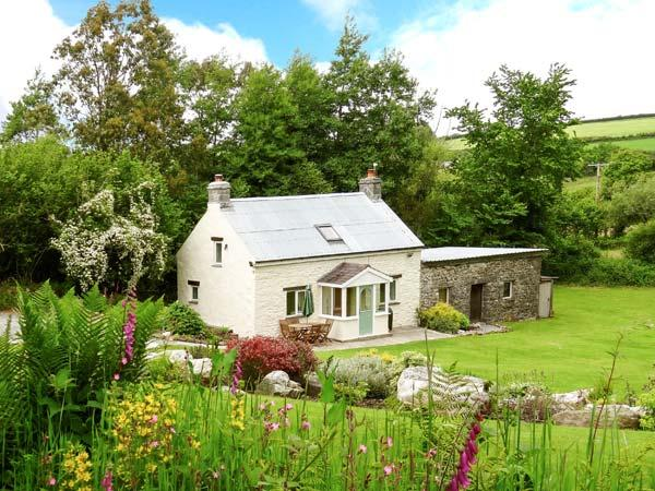 PWLL COTTAGE, pet friendly, character holiday cottage, with a garden in Amroth, Ref 12112 - Image 1 - Amroth - rentals