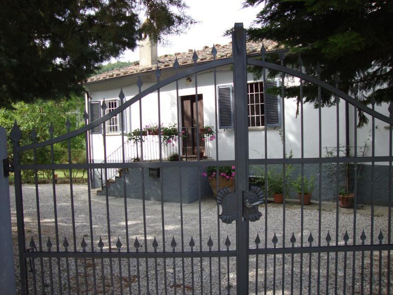 Lovely Villa with pool on Tuscan/Umbrian border - Image 1 - Mercatale di Cortona - rentals