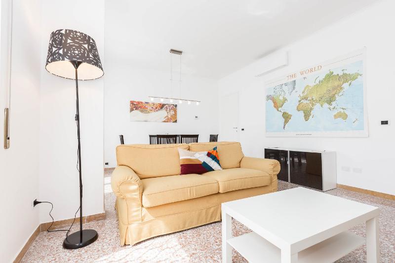 Living Room - Dining Room - 6 FIORINI cozy apartment in Rome - Rome - rentals