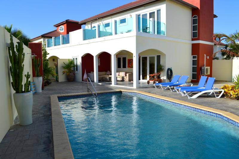 Private garden with pool, dining area & lounge chairs - Spacious Private Villa & Pool walk to Palm Beach! - Noord - rentals