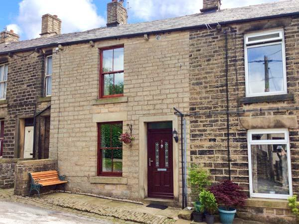 5 VICARAGE LANE family-friendly, village location, fabulous walking all around in Hayfield Ref 14268 - Image 1 - Hayfield - rentals