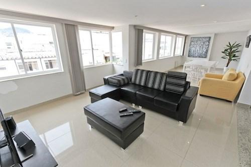 Large open living room area. - Remodeled Spacious 3 Bdr 2 Bath Penthouse. in Copacabana - Posto 5 - Ipanema - rentals