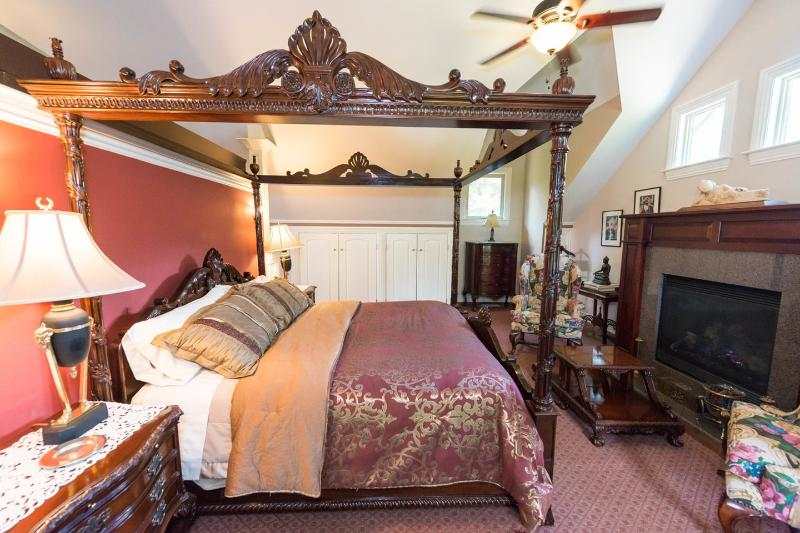 The Bedroom - Luxurious Mountain Apartment - Guest Suite - Asheville - rentals