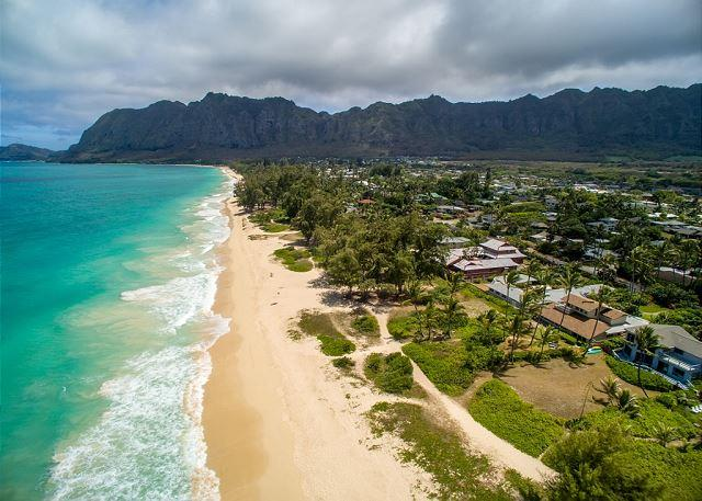 Fall Special $495! Four bedroom with hot tub on spectacular Waimanalo beach - Image 1 - Waimanalo - rentals
