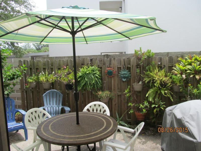 Garden-Patio with Table & 4 Chairs & gas barbecue - Steps from White Sands of Siesta Beach-Best Beach - Sarasota - rentals