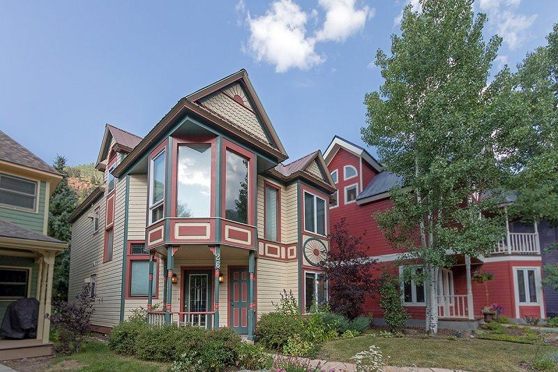 Bachman Village 26 is a charming single-family house in a great neighborhood - Bachman Village 26 - 4 Bd/ 3 Ba Telluride West End Home, Sleeps 10 - Located Downtown Telluride 1 block from Lift 7 and Clark`s Market - Telluride - rentals