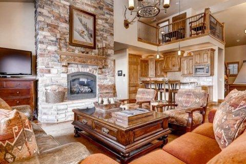 Open concept mountain contemporary home, vaulted ceilings, floor to ceiling stone fireplace, high quality furnishings, fixtures & flooring throughout. - Bella Shores - Heber City - rentals
