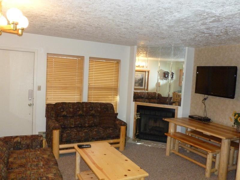 Living Room - Wolf Lodge condo in Eden near Powder Mountain & Snowbasin - Eden - rentals