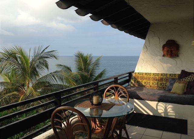 Deluxe One Bedroom Condo with Amazing Ocean Views - Image 1 - Kailua-Kona - rentals
