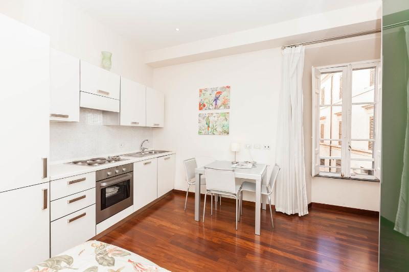 Kitchen - Dining Room - Colisseum charming flat Enjoy the rooftop terrace - Rome - rentals