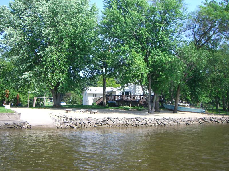 Large deck seats 24 persons...Gas grill too! - Timeaway Lodge riverside retreat 5br/5ba sleeps 17 - Rockford - rentals