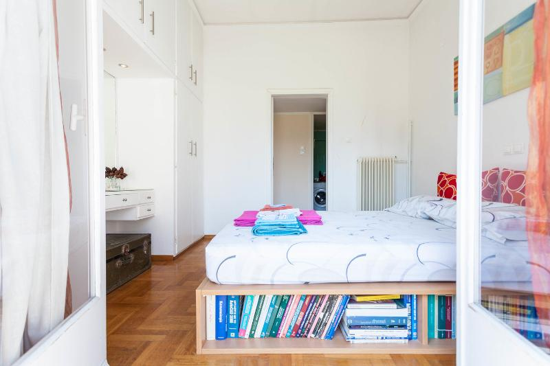 The Master Bedroom - Athens in old historic neighborhood - Athens - rentals