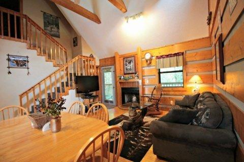 Living / Dining Room - Dances with Wolves - Pigeon Forge - rentals