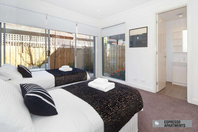 18/293-295 Hawthorn Road, Caulfield, Melbourne - Image 1 - Caulfield - rentals