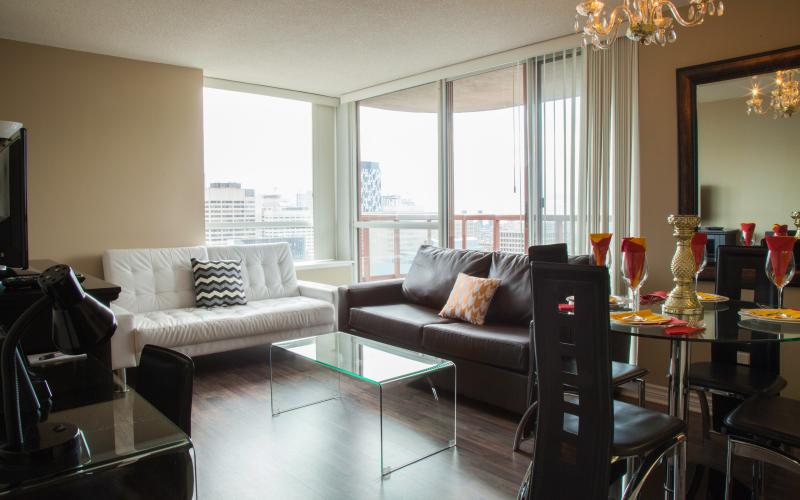 Living and Dining Room with Flat Screen TV, Fireplace, Dining table - Canada Suites Toronto Furnished Apartments on Bay - Toronto - rentals