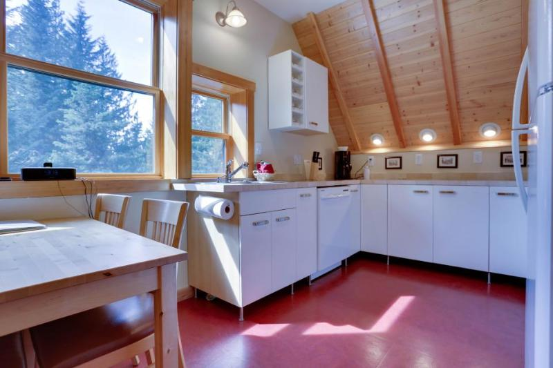 Cozy loft tucked in the woods near Govy! - Image 1 - Government Camp - rentals