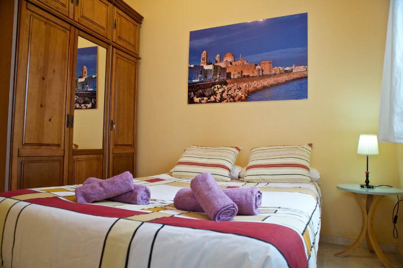 Barrio de la Viña Apartment - Image 1 - Cadiz - rentals
