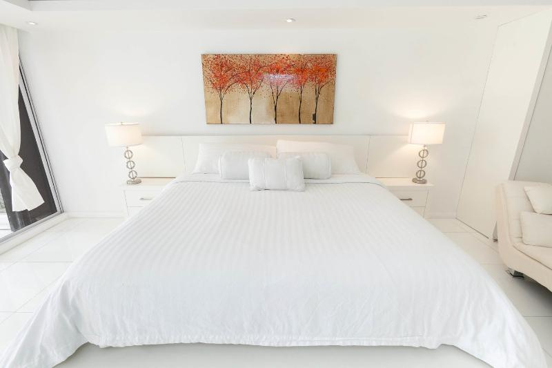 The Master Bedroom - By Gvaldi - 3/3 Condo Doubletree The Grand - Coconut Grove - rentals