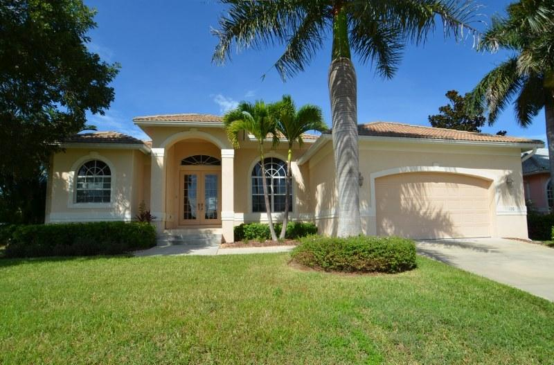 Family Friendly  4 bedroom canal home - Image 1 - Marco Island - rentals