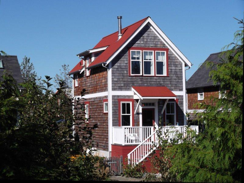 Welcome to Daydream Cottage on East Alder Park, enjoy endless forest views. - Daydream Cottage - Pacific Beach - rentals