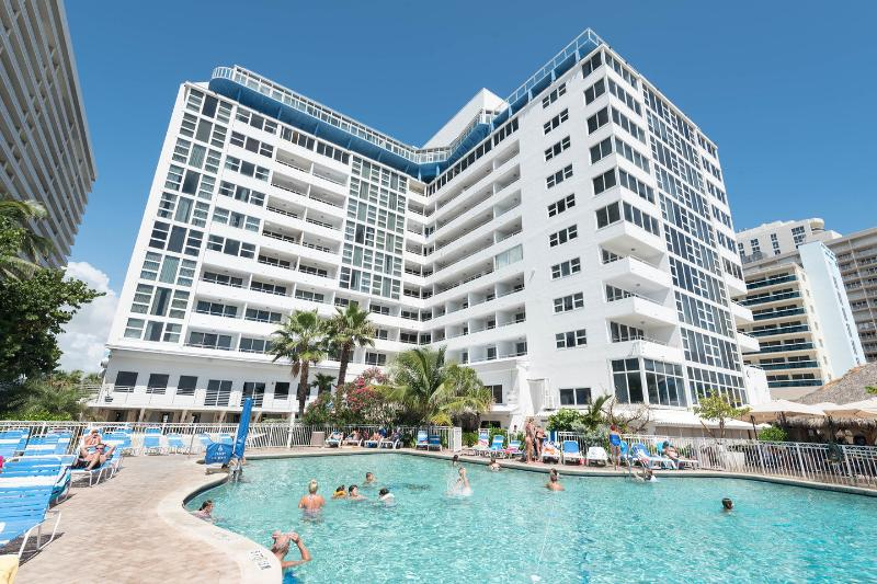The Pool - Two Bedroom On The Galt Mile Private Beach - Fort Lauderdale - rentals
