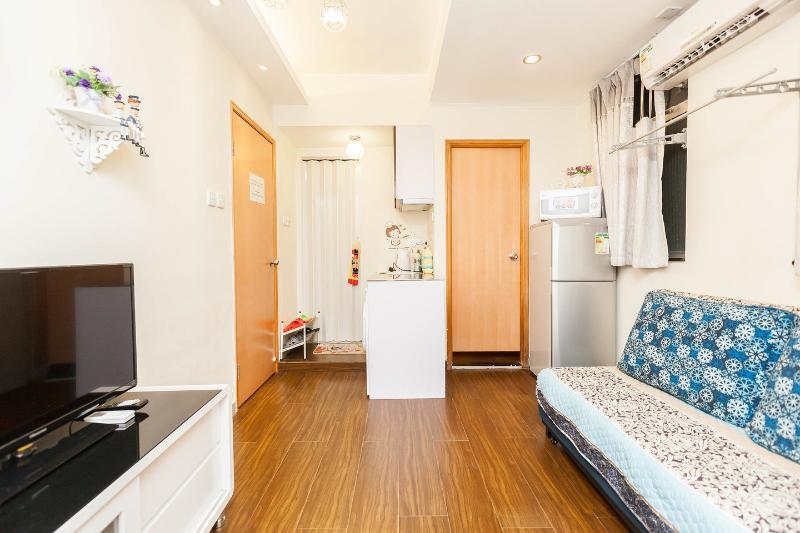 Living Room - Comfor Romantic 2 Rms Apt Near MTR - Hong Kong - rentals