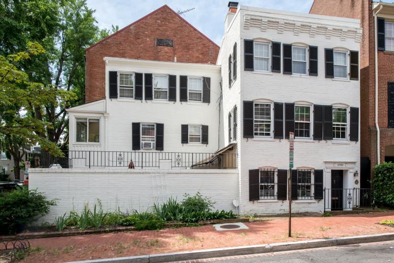 Historic 3-level corner house - Historic GEORGETOWN House  **  Walk to everything - Washington DC - rentals