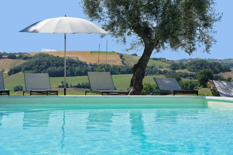 Private Villa,8 sleeps,pool,wi-fi,Marche, Macerata - Image 1 - Mogliano - rentals