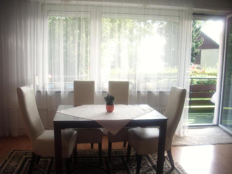 Living Room (1) - Vacation Apartment in Zehlendorf (Berlin) - 560 sqft, quiet location, central (# 2952) - Berlin - rentals