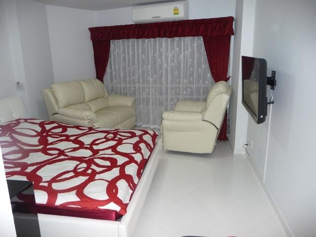 View on Bedroom and Salon with Sony Flat TV, Adjustable leather sofa and leather seat and Aircon. - VIP Condominium for rent, cheaper than in a Hotel - Pattaya - rentals