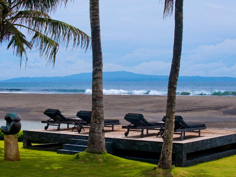 The Ylang Ylang - Beach chairs looking across to Nusa Penida - The Ylang Ylang - an elite haven - Ketewel - rentals