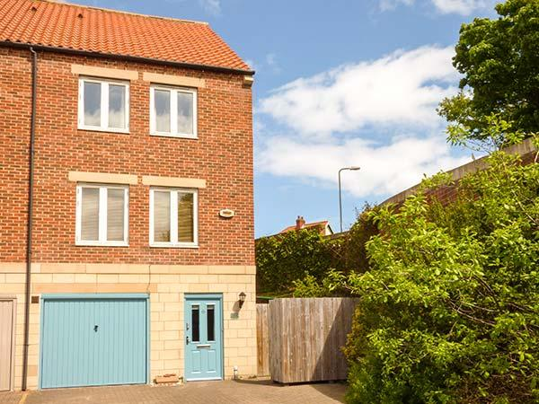 THE SHIPWRIGHTS, family friendly, with a garden in Whitby, Ref 1961 - Image 1 - Whitby - rentals